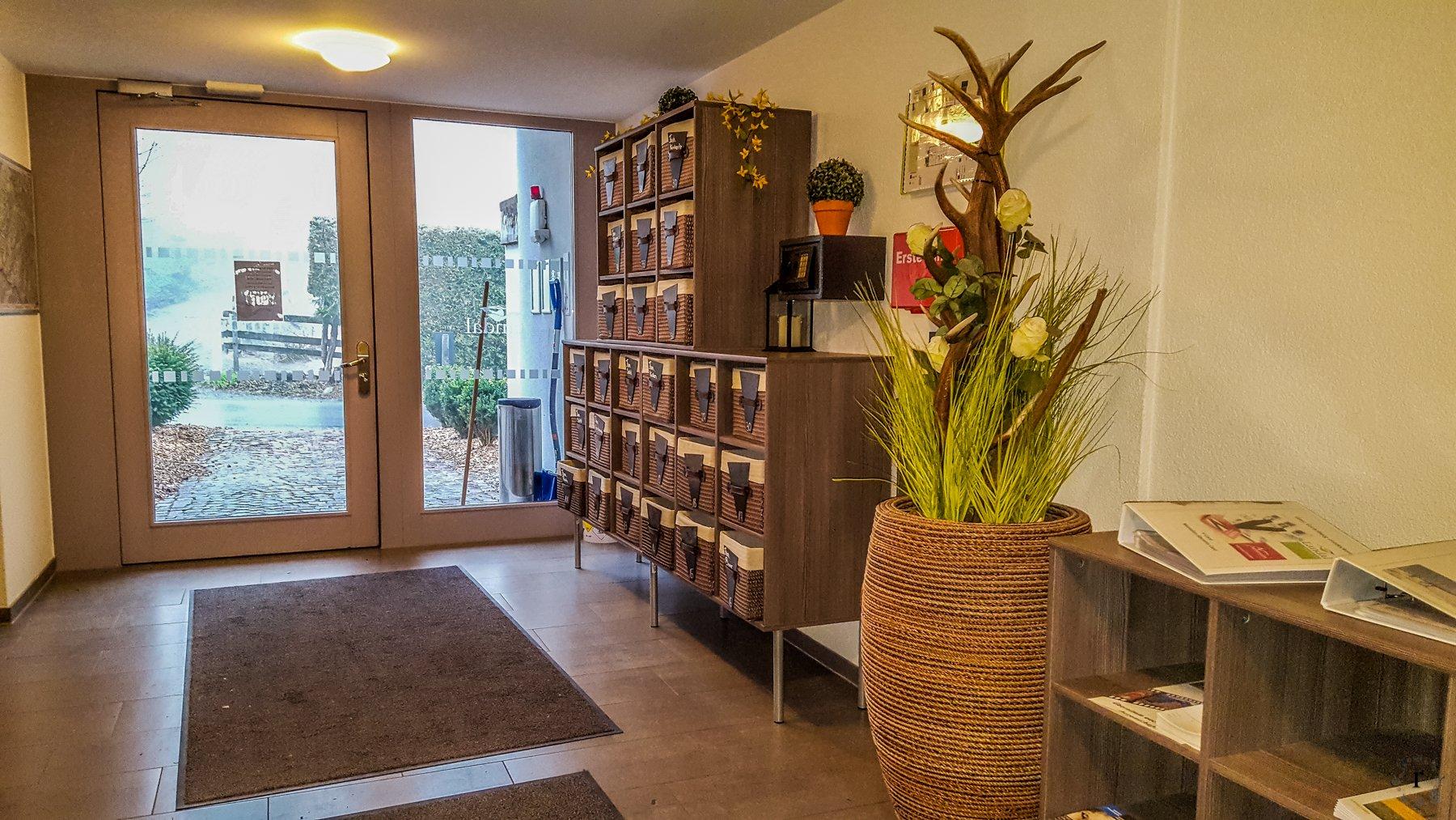 Landal Chalet Matin - Bürserberg - hier gab es Brötchenservice - für jede Wohnung eine Schublade